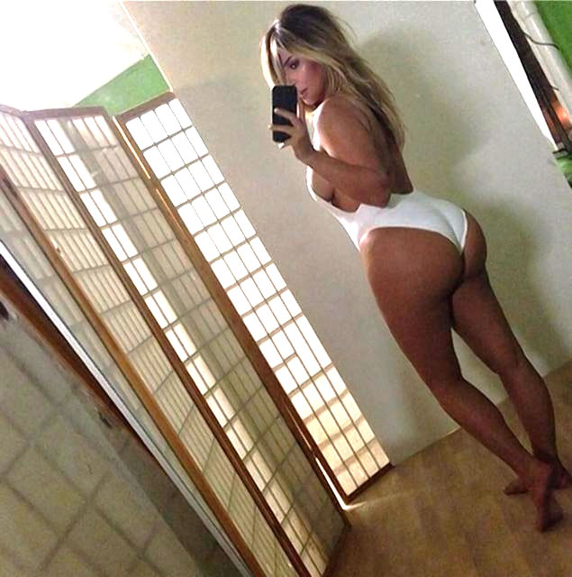 Kim Kardashian showed off a perfectly shaped in Instagram